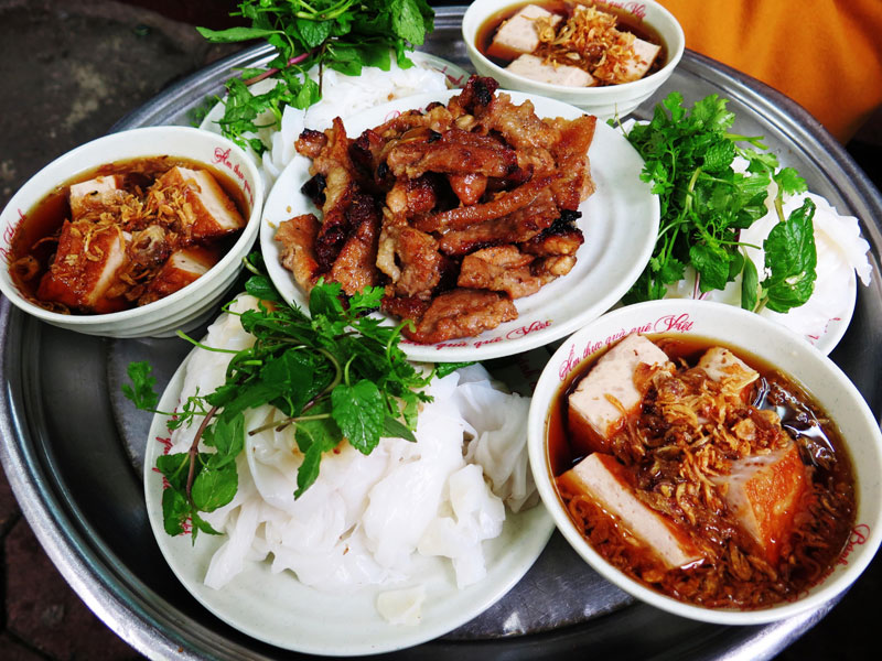4-FAMOUS-PLACES-TO-EAT-BANH-CUON-IN-HA-NOI