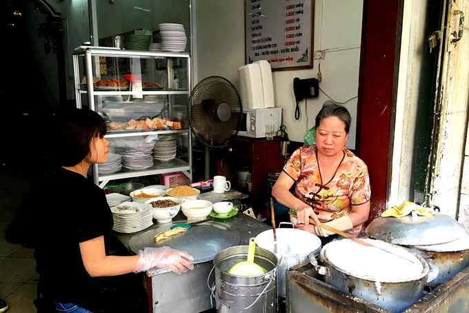 4-FAMOUS-PLACES-TO-EAT-BANH-CUON-IN-HA-NOI8