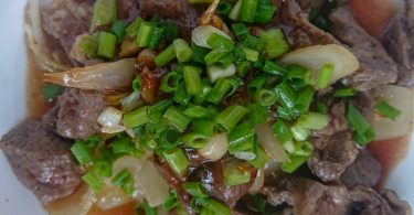 BEEF-WITH-ONION-&-GARLIC-SAUCE