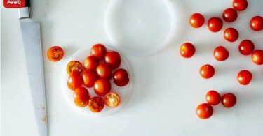 Cut-cherry-tomatoes-in-half11