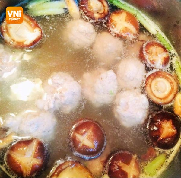 MEATBALL-SOUP-WITH-BOK-CHOY-081