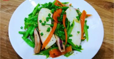 STIR-FRIED-GREEN-BEAN-WITH-SQUID-051