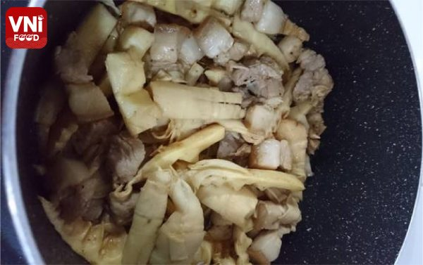 BRAISED-PORK-WITH-BAMBOO-SHOOTS-01