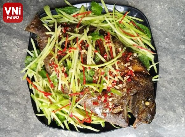 FRIED-POMFRET-WITH-MANGO-AND-FISH-SAUCE-062