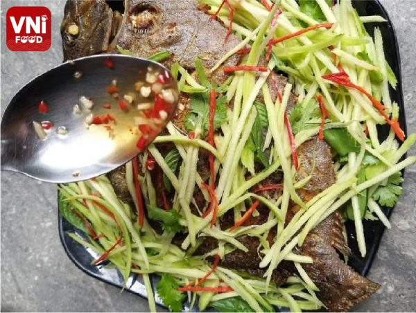 FRIED-POMFRET-WITH-MANGO-AND-FISH-SAUCE-061