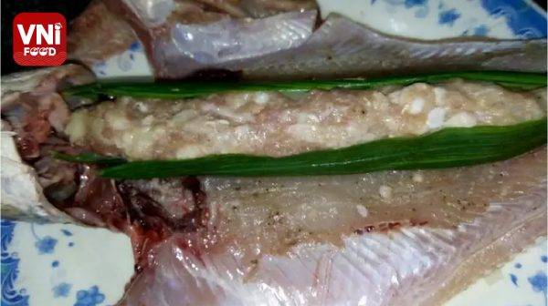 CRISPY-FRIED-MEAT-STUFFED-SNAKEHEAD-FISH-09